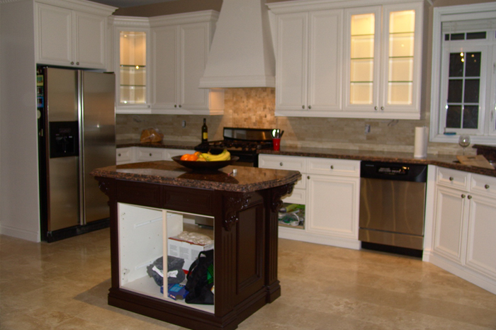 Fresh new kitchen cabinetry with toronto s best painters for Kitchen cabinets toronto